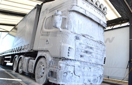 7876_the-big-hand-truck-wash-2