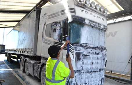 7876_the-big-hand-truck-wash-3