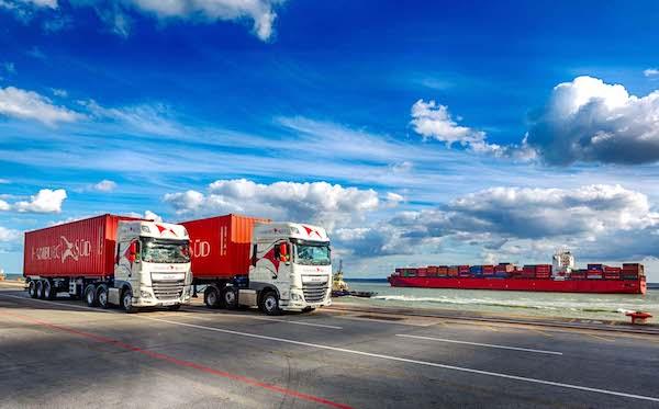 Seven-Lincs-Hamburg-Sud-Trucks-UK-Haulier
