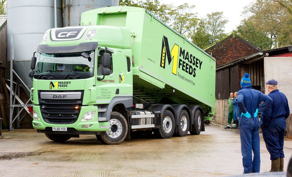 Massey feeds getting in and out with daf trucks faq for Garage daf massy