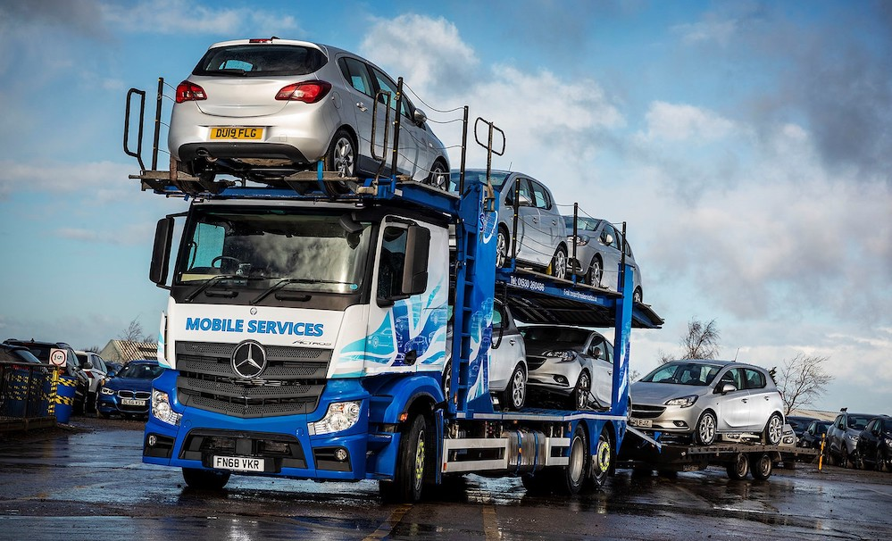 9e3d594c8e Low-riding Mercedes-Benz Actros walks tall for Mobile Services. East  Midlands Dealer Mertrux Truck ...