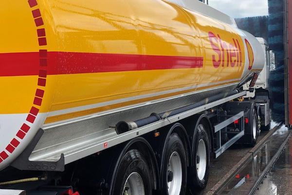 lymm-truckwash-image-1