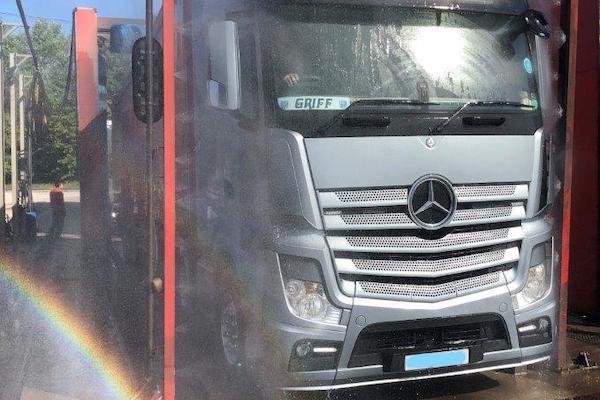 lymm-truckwash-image-4