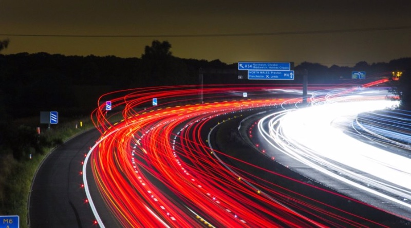 traffic-light-trails-900x500-cc