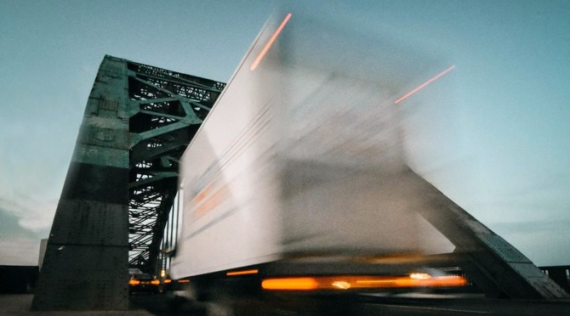 truck-under-bridge-1000x600-900x500-cc