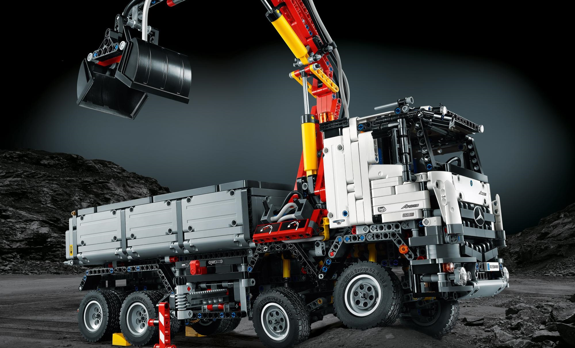 lego technic announces partnership with mercedes benz trucks uk haulier. Black Bedroom Furniture Sets. Home Design Ideas