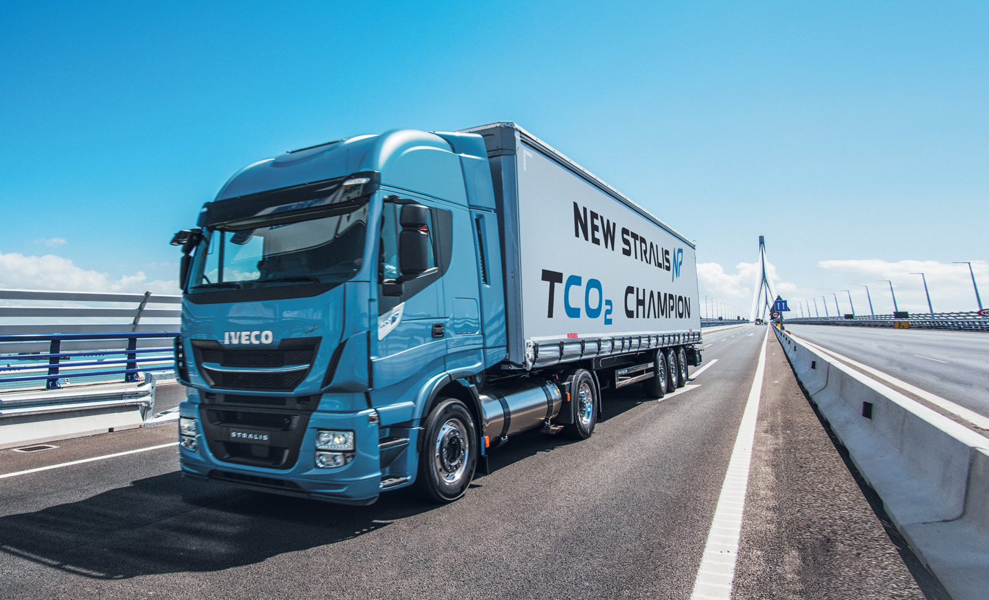 iveco stralis np the first natural gas truck for long haul operations voted project of the. Black Bedroom Furniture Sets. Home Design Ideas